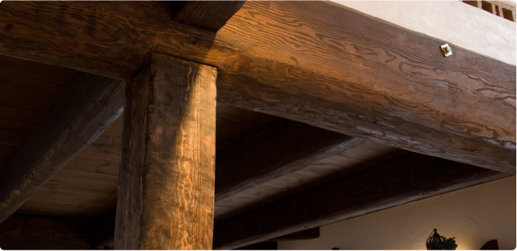 アンティーク仕上げの梁の画像
